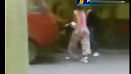90后女生暴打父亲情妇 小三被狠抽8分钟