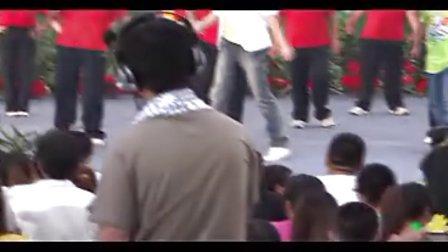 程传栋摄像:央视主持人毕福剑来东平拍摄2012《国庆七天乐》片段(东平县老年大学舞蹈队演出)