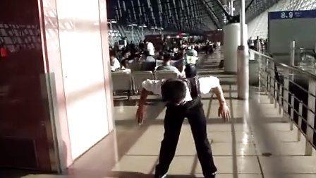 杨鹏飞聋哑人跳街舞