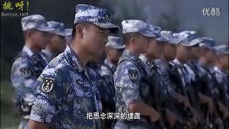 《火蓝刀锋》片中的插曲 :许鹤缤唱《家在远方》