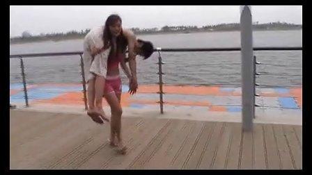 粉红女大力士的海边表演(完整版)