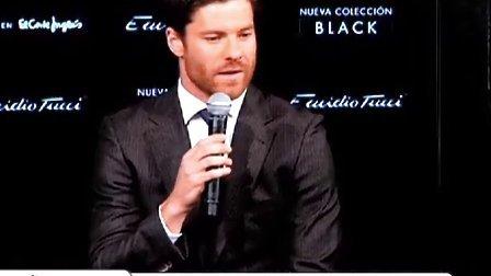 阿隆索出席某时尚品牌新装发布会,担心皇马伤病情况