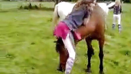 美女骑马头