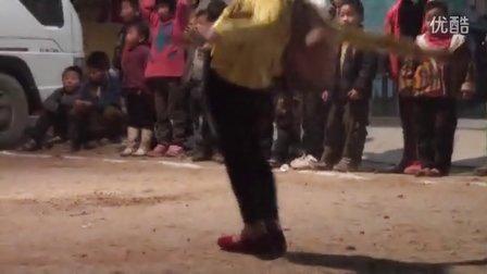 【拍客】9岁女童倒立行走空翻令人惊叹