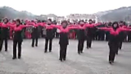 草河口镇枫叶之乡舞蹈队 广场舞 心中的歌儿献给金珠玛