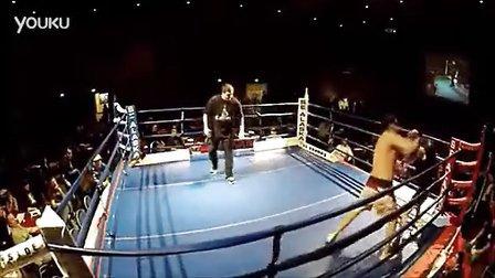 暴强啊!62岁老汉打拳击轻松KO对手