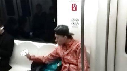 地铁10号线偶遇傻哥们儿_part.1