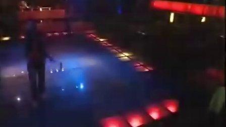 济宁芭娜娜国际娱乐演艺广场  歌手演唱