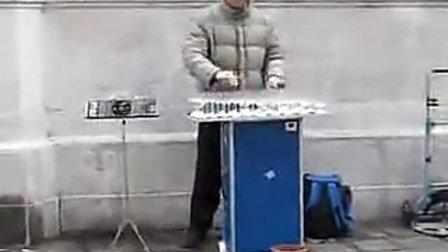 街头水杯音乐表演