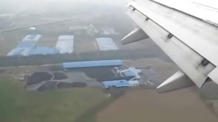 飞机降落济南机场