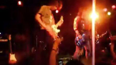 信乐团7月3日北京愚公移山酒吧演出开场视频