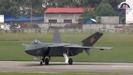 中国新型歼击机首飞