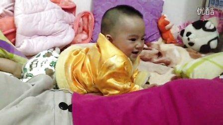 宝宝与麻麻嘻笑学舌