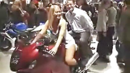 【车展美女】美女如云的赫尔辛基摩托车展