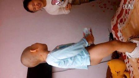 小外甥尿尿,笑喷。。。。