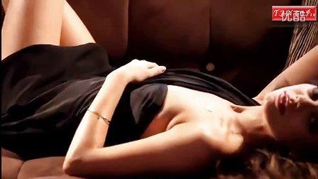 《炮友》女主释放蕾丝裙下的性感风光 不惧窥视暧昧情挑