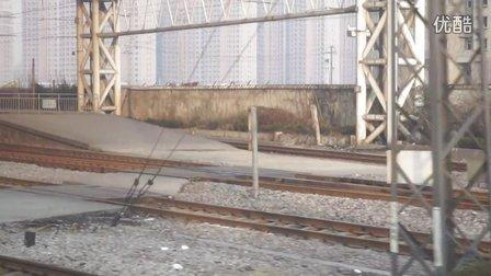 K8264次列车进济南站