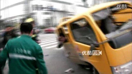 【拍客】实录两卡车相撞司机被抛出车外恐怖瞬间