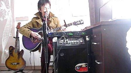 照片 005牛人集安老九吉他弹唱城里的月光