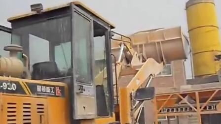 逆天的5岁孩子开铲车!碉堡了![高清版]