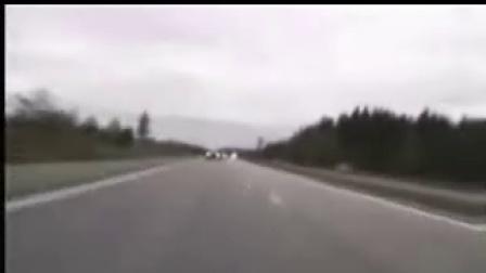 疯狂机车高速狂耍追逐警车