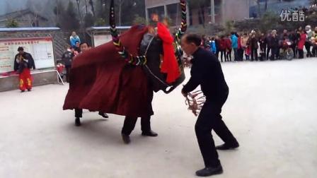 四川青川矿山牛灯春节传统牛灯之放牛片段