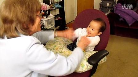2014年3月26日,Julia涵涵和Elva玩耍