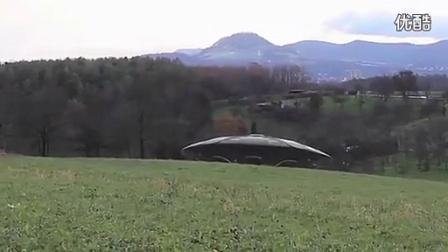 2013年12月6日外国拍客用摄像机拍摄到的真实UFO外星人,100%真实_标清