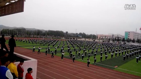 辽宁省北票市尹湛纳希高中整齐划一的花样跳绳表演