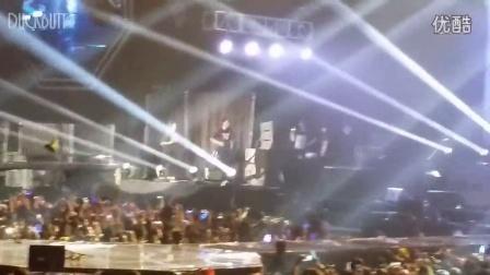 2014CNBLUE香港演唱会李正信掉下台