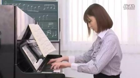 綾瀬成美 play the Piano