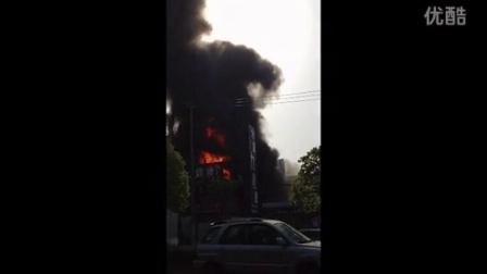 今日5月30日上午7点30分祁连山南路火灾现场记事