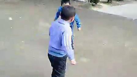 搞笑的小孩打架视频_标清_标清