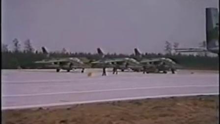 """(1984)北约""""高速公路84""""军演  各国战机在公路机场起降"""