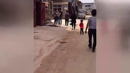怀孕的小三叫男子狠打老婆 www.qingyuanwangluo.com