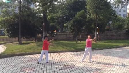 小龙女爱百合广场舞一一柔力球(一路歌唱)