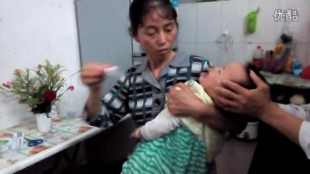 一岁宝宝灌药版--药是这么灌滴、、、