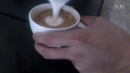 拉花心形制作_成都红叶谷咖啡培训