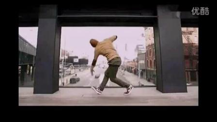 街舞教学 最好看街舞 牛人在纽约人行天桥上炫舞