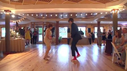 [杨晃]好有爱 母亲在儿子婚礼上和儿子共舞 哇塞 好多舞种啊