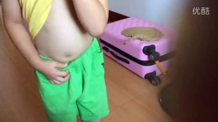 可爱儿子不知何时学的肚皮舞,让我笑翻了。