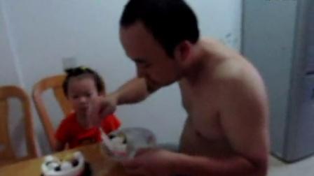 3周岁--吃生日蛋糕