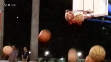 5-2014年信宜三人篮球比赛 -搞怪 三个球同时停在篮里