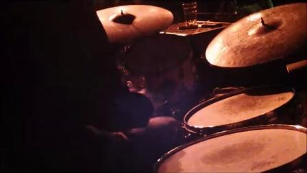 安咚咚鼓手在杭州黄楼爵士俱乐部打拉丁乐鼓的独奏