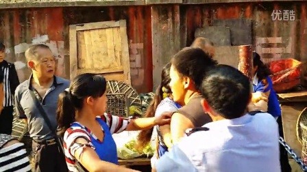 20140821_082140摊贩占道打人,城管不作为。