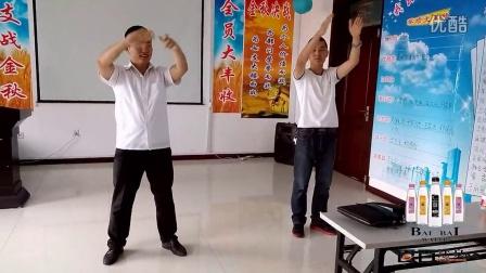 """七台河""""百百活泉小苹果大赛""""帅哥二人组"""