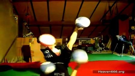 【发现最热视频】美女也是蛮拼的!手脚开挂玩杂耍篮球