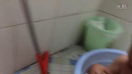 姐姐给北北洗澡加玩水