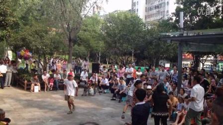 江阴中山公园老头表演的《小苹果》