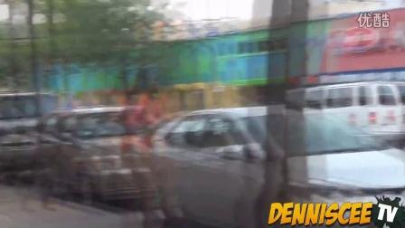 【粉红豹】外国超牛街头整人恶作剧:在街上踩黑人的鞋子,作死!